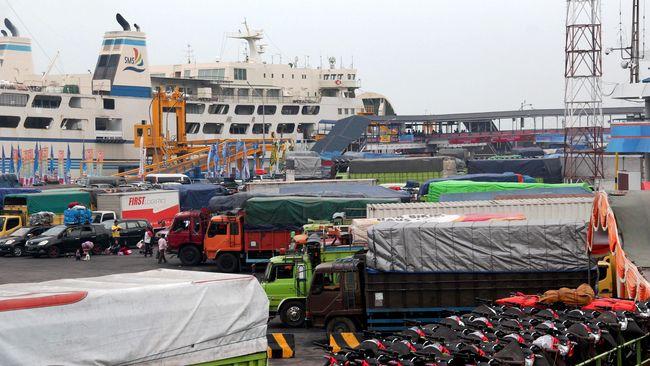 Pengguna jasa penyeberangan Pelabuhan Merak disebut meningkat. Namun, peningkatan jumlah pemudik tak dibarengi dengan kenaikan pendapatan buruh panggul.