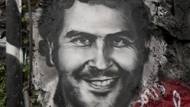 Harta karun senilai US$18 juta atau sekitar Rp269 miliar milik raja kokain< Pablo Escobar ditemukan di tembok apartemen pribadinya di Medellin, Kolombia.