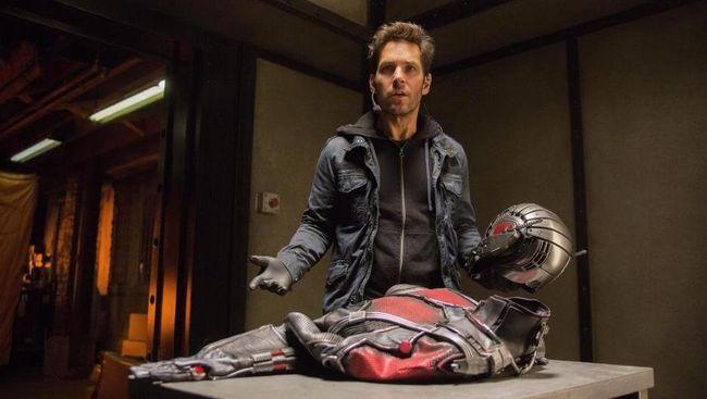 Cuplikan terbaru 'Ant-Man 2' telah rilis dan menunjukkan Ghost berhasil menumbangkan superhero Marvel yang bisa mengecil ke ukuran semut itu.