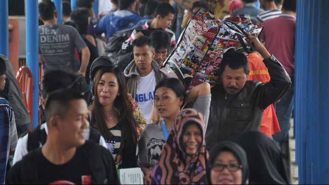Anie menyatakan bakal duduk bersama dengan pemerintah pusat untuk menggodok langkah hukum soal larangan warga pulang kampung di tengah wabah corona.