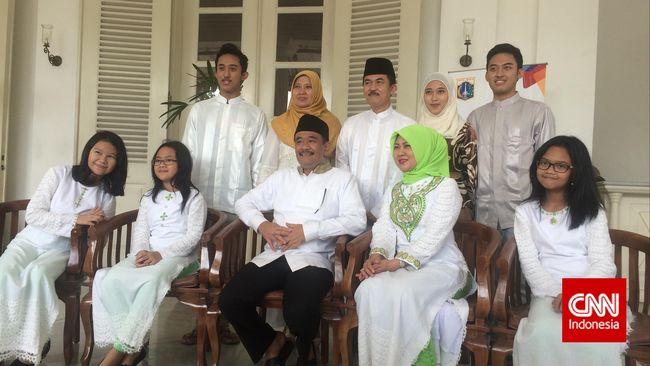 Meski merasakan ada perbedaan antara Jakarta dan Blitar, Wakil Gubernur DKI Jakarta Djarot Saiful Hidayat bahagia bisa berlebaran di Jakarta.