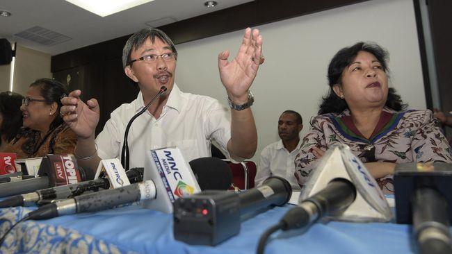 Koordinator TEPI Jeirry Sumampow meminta Pemerintah mengungkap pasal-pasal di UU ITE yang dianggap bermasalah demi menyamakan persepsi dengan masyarakat.