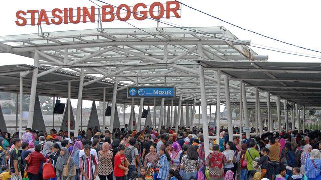 Direktur Utama PT Kereta Commuter Indonesia Wiwik Widayanti mencatat kenaikan penumpang saat masa angkutan lebaran mulai dari 26 Mei sampai 16 Juni 2019.