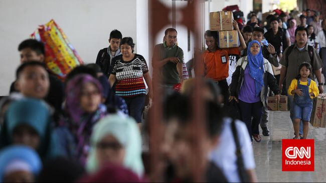 Polisi Badung, Bali, menjaring ratusan pemudik yang akan menuju ke Pulau Jawa. Para pemudik kemudian diwajibkan menjalani tes sebelum melanjutkan perjalanan.
