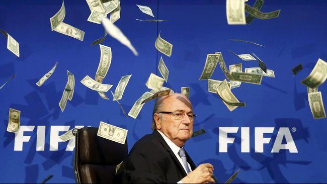 Sepp Blatter mengatakan bahwa dirinya mendapatkan tekanan berat dari pemberitaan media tentang kasus korupsi yang melilitnya sejauh ini.