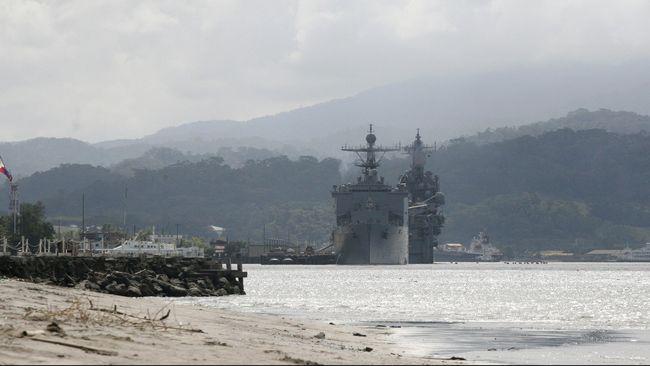 Filipina melayangkan protes diplomatik kepada China setelah sekitar 200 kapal asal Negeri Tirai Bambu berlabuh dekat Pulau Thitu yang masih sengketa.
