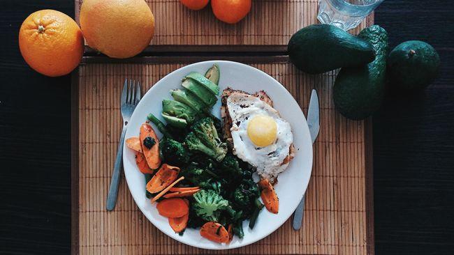 Menu sarapan yang seimbang membuat tubuh tetap berenergi dalam waktu lama.