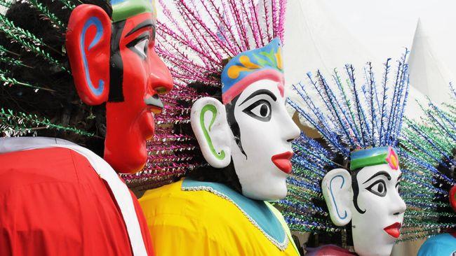 Ondel-Ondel bukanlah boneka sembarangan. Pembuatannya membutuhkan ritual yang disebut masyarakat Betawi sebagai 'Ngukup'.
