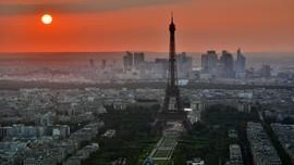Jelang Olimpiade Menara Eiffel Bakal Berkilau Emas