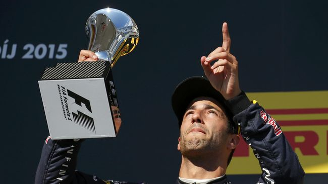 Alan Jones, mantan juara Formula 1, yakin pebalap Red Bull itu bakal gemilang jika bergabung di tim Kuda Jingkrak.