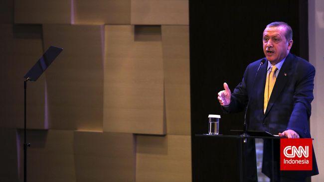 Presiden Turki Recep Tayyip Erdogan saat memberikan kuliah umum di Lembaga Pertahanan Nasional (Lemhanas). Jakarta, Jumat, 31 Juli 2015. Kegiatan tersebut dalam rangkaian kunjungan Erdogan ke Indonesia untuk mempererat kerjasama kedua negara terutama di bidang ekonomi. CNN Indonesia/Adhi Wicaksono.