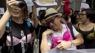 Warga Hong Kong Demo Pakai Bra, Protes Kesewenangan Polisi
