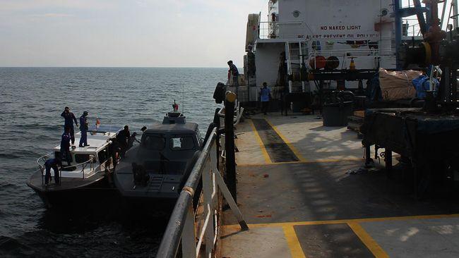 Sebanyak 21 ABK Kapal Motor Tangker Ocean Star terombang-ambing di lautan Timor Leste, tanpa bahan bakar dan listrik.