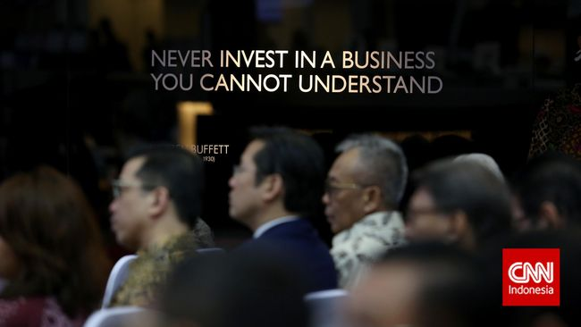 Warren Buffett, orang terkaya ke-8 di dunia, memperingatkan masa suram industri dana pensiun dan asuransi di tengah yield rendah obligasi Pemerintah AS.