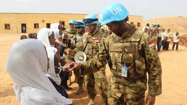 Pasukan TNI di Sudan mendapatkan penghargaan dari Unamid. (ANTARAFOTO/Puspen TNI-Lettu Laut (KH) Eldhira Respati)
