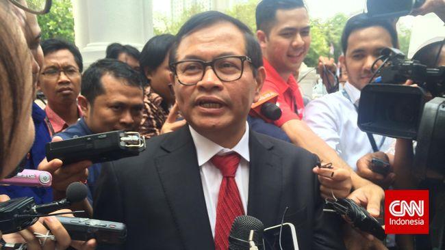 Pramono Anung. Tak ada anggota DPR yang tak mengenalnya. Ia pelobi ulung. Lawan juga kawan baginya. Saat DPR terbelah, dia berperan penting sebagai juru damai.