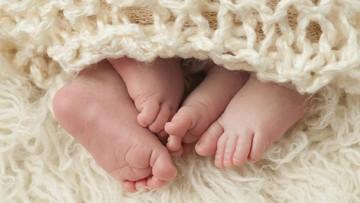 Bayi Ini Langsung Berhenti Menangis Saat Dekat Saudara Kembarnya