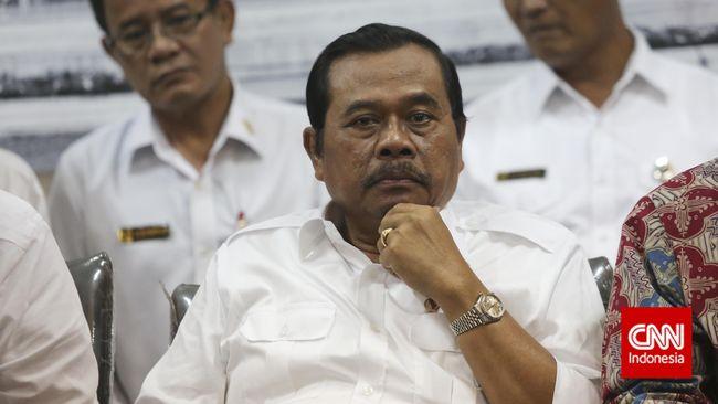 Jaksa Agung Prasetyo menampik anggapan tidak dilakukannya eksekusi mati tahap ketiga karena adanya kekurangan biaya operasional.
