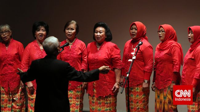 Lirik lagu-lagu Dialita, kelompok penyanyi yang usianya di atas 50 tahun dan korban kekerasan 1965, menyayat sekaligus menggugah.