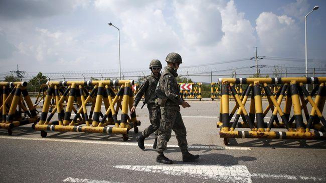 Korea Selatan mempertimbangkan rencana mengurangi personel militer di sepanjang zona demiliterisasi (DMZ) atau wilayah perbatasannya dengan Korea Utara.