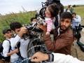 Menteri Pertahanan Hungaria Mundur di Tengah Serbuan Imigran