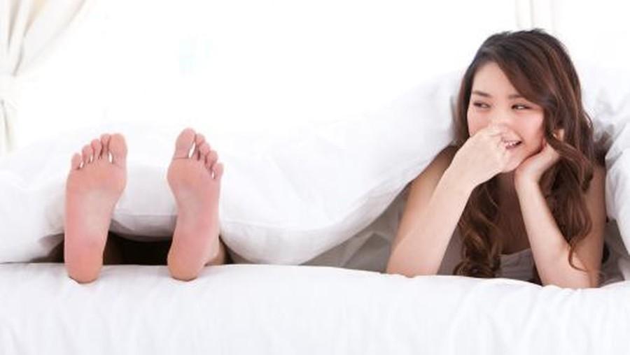 Saat Terganggu Bau Kaki Suami, Cara Ini Bisa Mengatasinya
