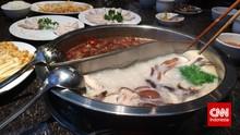 Viral Restoran Hotpot China Punya Pelayan Model Topless