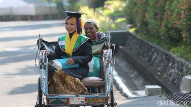 Banyak cara yang bisa dilakukan oleh para mahasiswi atau mahasiswa untuk mencari tambahan biaya kuliah