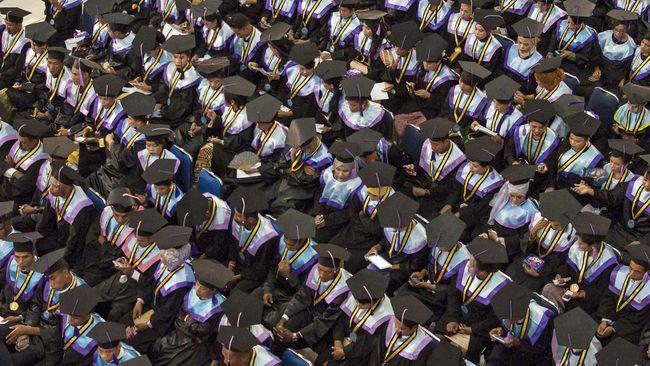 Biaya pendidikan bisa dipenuhi melalui berbagai cara, yakni tabungan atau asuransi pendidikan, pembiayaan perbankan atau fintech, serta investasi aset berharga.