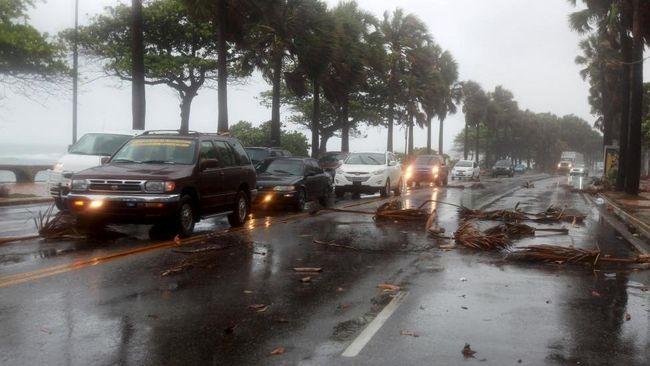 Badai Tropis Erika menerjang Republik Dominika pada Jumat (28/8), mengakibatkan hujan lebat dan angin kencang. Sebanyak 12 orang tewas.