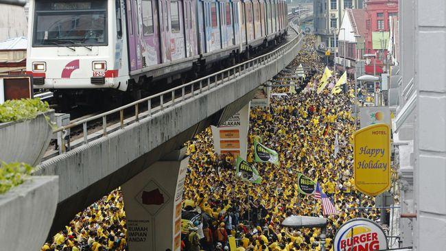 Sekitar 20-25 ribu orang turun ke jalanan Kuala Lumpur selama dua hari pada akhir pekan lalu. Kini, pemerintah menagih biaya pembersihan kepada penyelenggara.