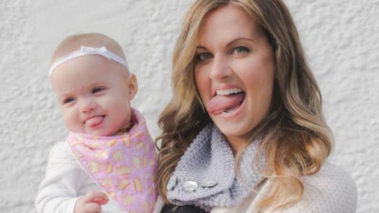 Melanie Varney, seorang ibu yang melahirkan bayi kembar bernama Ocea dan Indigo. Namun Ocea lahir dengan kondisi unik, ia selalu menjulurkan lidahnya.