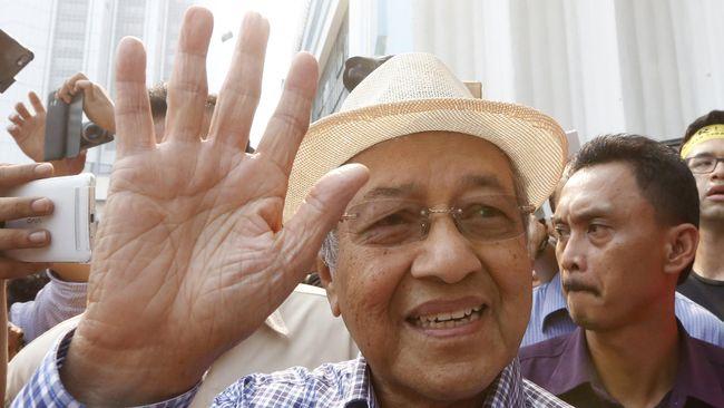 Kepolisian Malaysia pada Jumat (6/11) memeriksa mantan perdana menteri Mahathir Mohamad karena menyerukan PM Najib Razak untuk mundur.