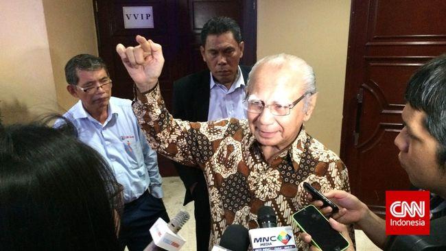 Ekonom Senior Emil Salim menilai alasan pemerintah memindahkan ibu kota baru dari DKI Jakarta ke Pulau Kalimantan keliru.