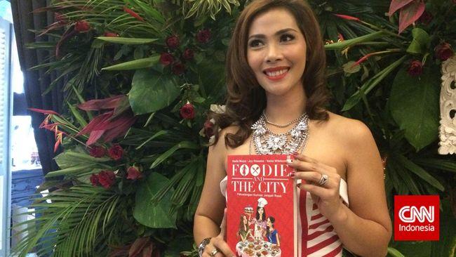 Untungnya, buku yang Nadia buat tidak hanya membahas mengenai makanan saja, namun juga menyisipkan jenis-jenis diet yang kini sedang tren.