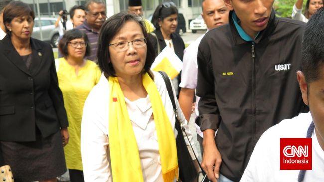 Kepolisian Malaysia menahan Ketua Bersih, Maria Chin, sehari menjelang rencana aksi demonstrasi yang menuntut PM Najib Razak untuk mundur.