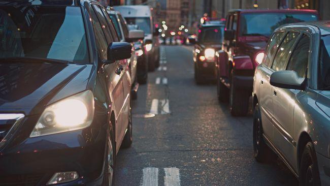 DKI Jakarta membebaskan sanksi administrasi pajak kendaraan bermotor dan bea balik nama kendaraan bermotor guna meningkatkan kepatuhan wajib pajak (WP).