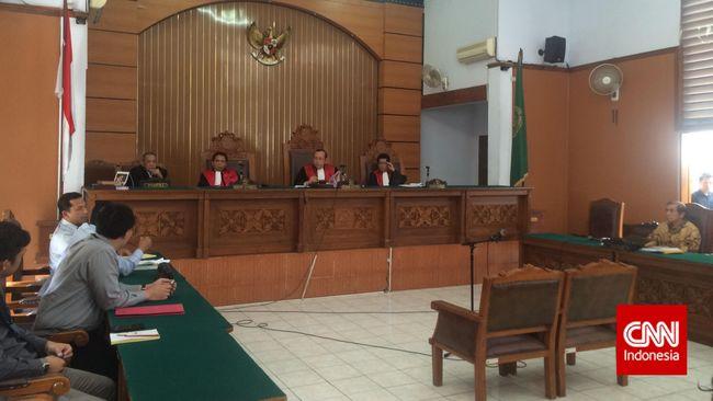 Kembali mengikuti sidang tanpa kuasa hukum, Mantan Ketua Badan Pemeriksa Keuangan itu menyebut KPK tidak berhak mengajukan Peninjauan Kembali.