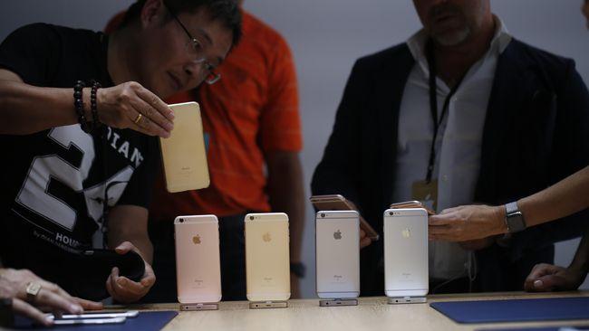 Entah apa yang ada di pikiran kedua orang ini sampai rela menjual organ dalamnya demi sebuah iPhone 6s.