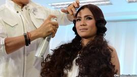 5 Cara Membuat Rambut Keriting Tampil Memikat