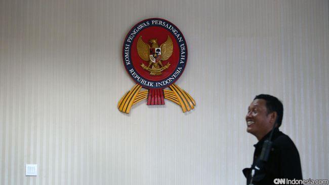 Pengamat meminta KPPU mengawasi merger dan akuisisi yang marak terjadi saat krisis agar tak terjadi monopoli.