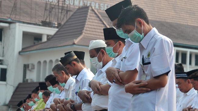 Salat ied di Masjid Agung Palembang hanya digelar di dalam masjid dengan kapasitas dibatasi 1.000 orang, tak boleh ada jemaah salat di luar masjid.