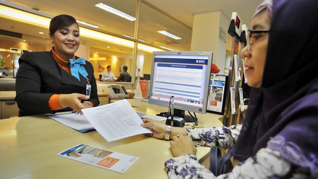 Menteri Koordinator Bidang Perekonomian Darmin Nasution memastikan pemangkasan bunga Kredit Usaha Rakyat (KUR) dari 9 persen menjadi 7 persen rampung 2018.