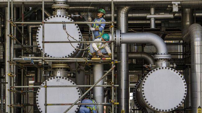 Harga minyak jatuh setelah Arab Saudi memberikan harga jual yang rendah kepada pembeli di kawasan Asia.