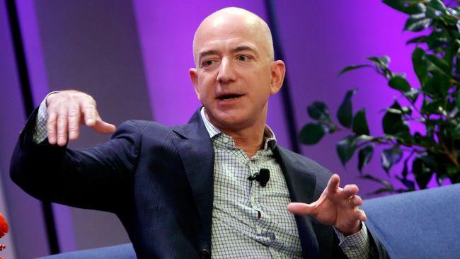 Bos Amazon, Jeff Bezos, baru saja membeli tiga unit apartemen mewah senilai US$80 juta yang merupakan harga yang telah dipangkas.