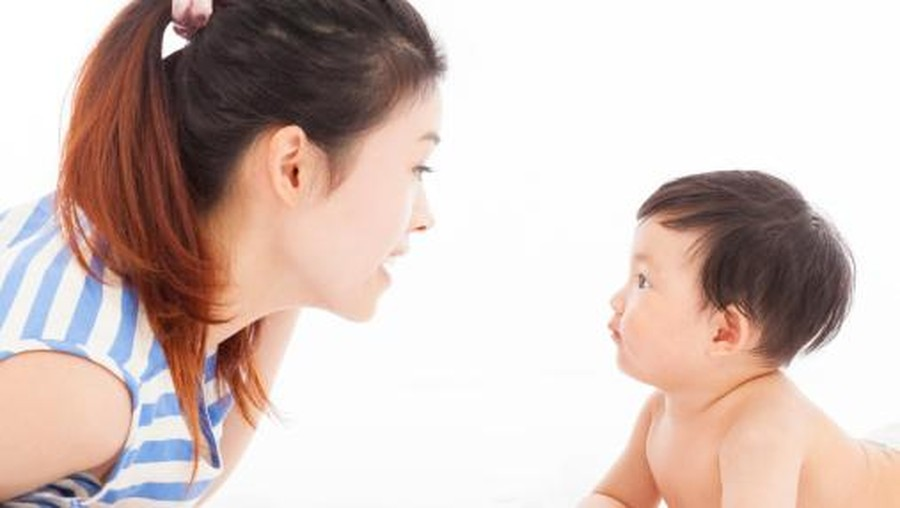 Ajak Bayi Ngobrol Yuk untuk Percepat Kemampuan Bicaranya