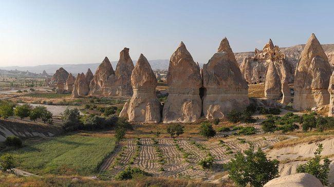 Situs kota bawah tanah yang ditemukan di Cappadocia, Turki terkenal hingga seluruh dunia. Situs kota bawah tanah ini memiliki cerita di balik kemegahannya.