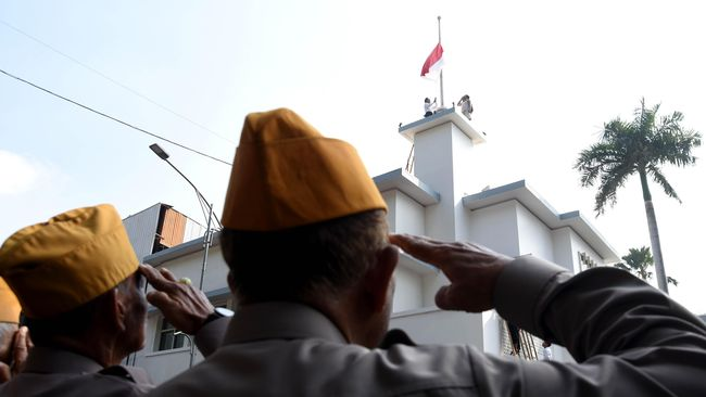 Peristiwa bendera di puncak Hotel Yamato adalah kejadian heroik pasca kemerdekaan Indonesia pada tanggal 19 September 1945 di Surabaya.