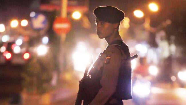 Polresta Surakarta menggelar razia besar-besaran dengan mengerahkan aparat gabungan bersenjata lengkap, menyisir daerah kantong kelompok intoleran di Solo.