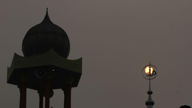 Di tengah banyaknya orang meninggal saat ini, DPRD Kabupaten Pamekasan melarang pengurus masjid mengumumkan berita duka lewat pengeras suara.